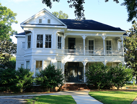 Photo of the Roy House on UL Lafayette's campus